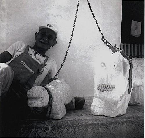 Rosario Santamaria chiens de pierre 2.jpg