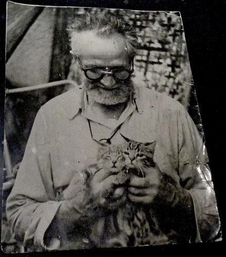 Chomo et ses chats.jpg