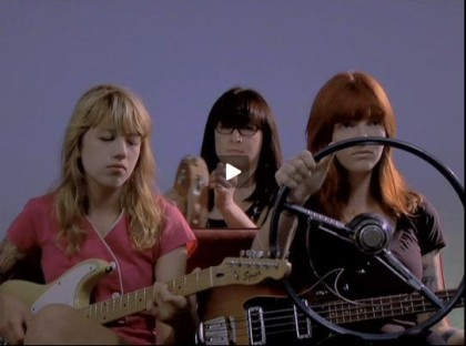 photo vivian girls band.jpg