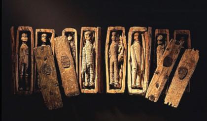 huit cercueils.jpg